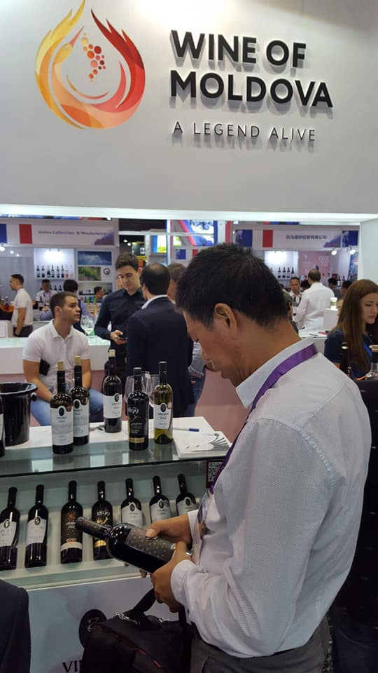 The country label 'Wine of Moldova' at an international wine fair in China // p.c.: Facebook/Wine of Moldova